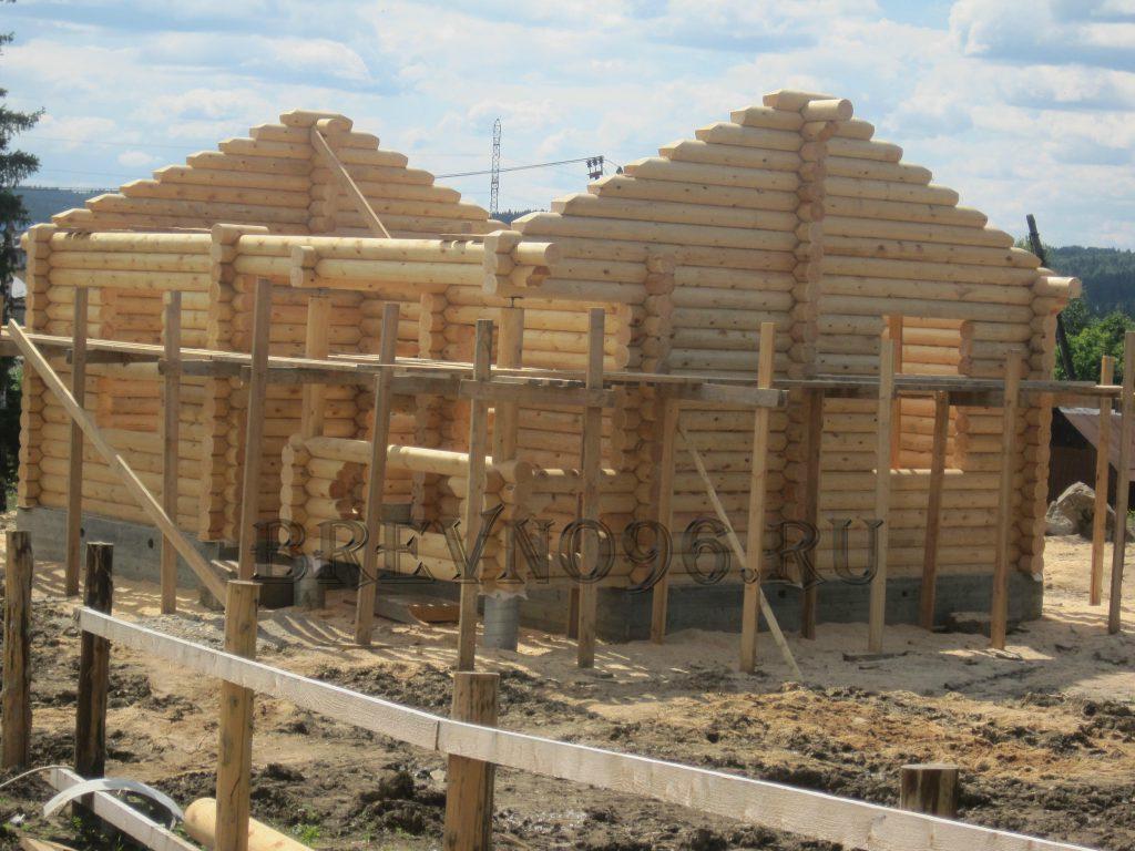 Дом из бревна в деревне Шаля
